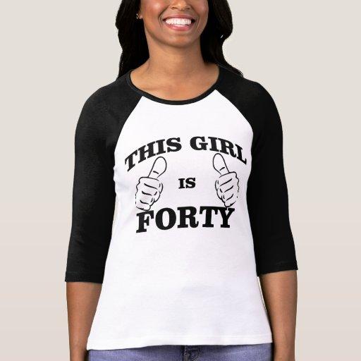 Cette FILLE est PIÈCE EN T de QUARANTE anniversair T-shirt