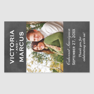 Chalkboard Wedding Wine Bottle Monogram Favor Rechteckiger Aufkleber