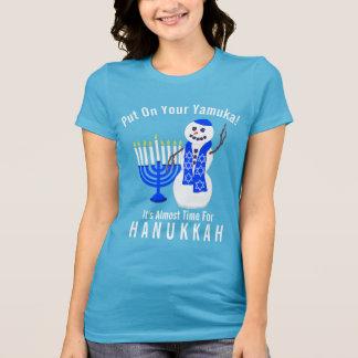 ChanukkaSnowman niedlich an gesetzt Ihrem Yamuka T-Shirt