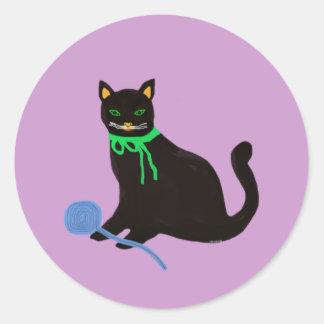 Chat espiègle sticker rond