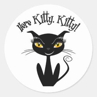 Chat noir lunatique ici Kitty, Kitty ! Adhésif Rond