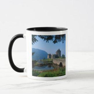 Château d'Eilean Donan, montagnes, Ecosse 2
