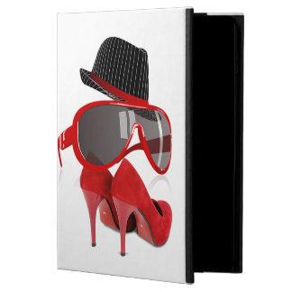 Chaussures et verres rouges de casquette de dames