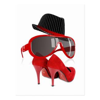 Chaussures et verres rouges de chapeau de dames fr cartes postales