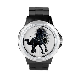 Cheval frison de beauté de noir d étalon montres