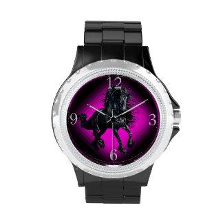 Cheval frison de beauté de noir d étalon montres cadran