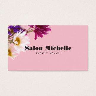 Chic-Wildblumen und unbedeutender rosa Visitenkarte