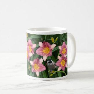 Chickadee mit Rosa und GoldBlumen - Kaffeetasse