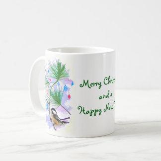 Chickadee-Vogel in der Weihnachtsbaum-Tasse Kaffeetasse