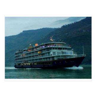 Chinesisches touristisches Boot im Fluss Yangtz Postkarte