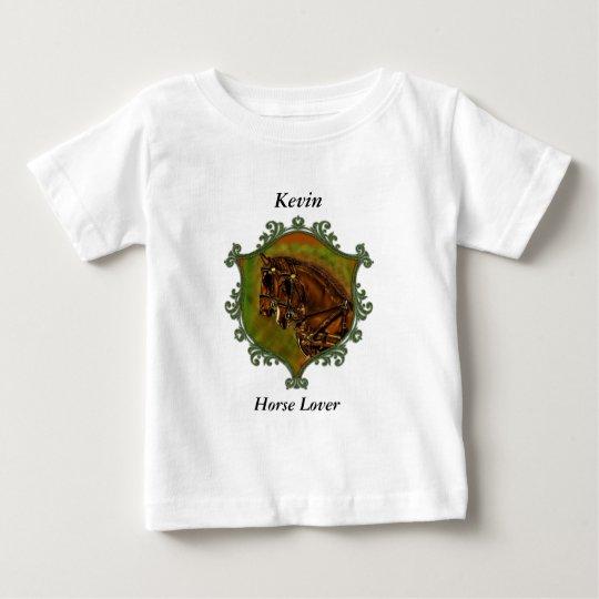 Clydesdale Pferde in ihren Geschirren. Grüner Baby T-shirt