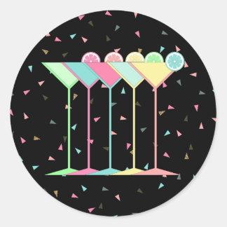 Cocktailaufkleber, Martinis und Confetti im Runder Aufkleber