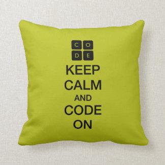 """Code.org """"behalten Ruhe und Code auf """" Zierkissen"""