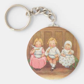 Comptine vintage des enfants chauds de gruau de porte-clé rond