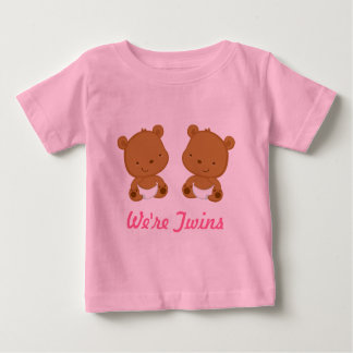 Conception jumelle d'ours de bébé dans le rose sur tee-shirts