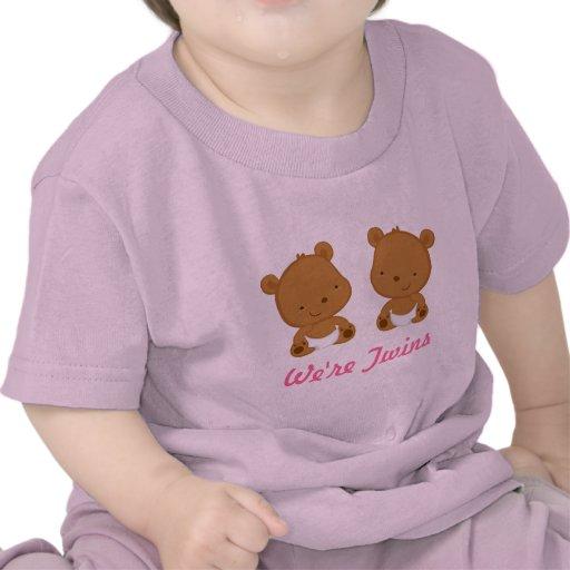 Conception jumelle d'ours de bébé dans le rose sur t-shirts