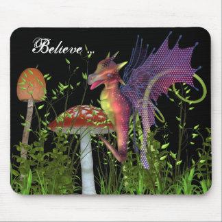 Conte de fées féerique de créature de libellule d' tapis de souris