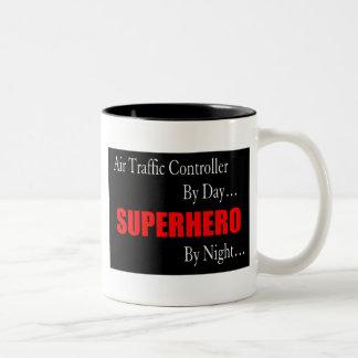 Contrôleur de la navigation aérienne de super héro tasses à café