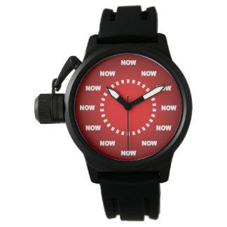 """Cool """"JETZT"""" passen Sie auf (roter Hintergrund) Armbanduhr"""