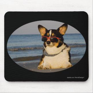 Cooler Hund am Strand Mauspad