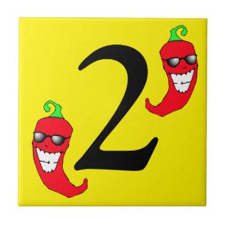 Cooler roter Chili Paprikaschoten-heiße Zahl zwei Keramikfliese