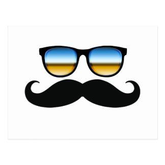 Cooler Schnurrbart unter Schatten Postkarte