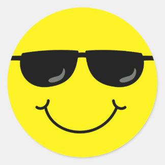 Cooler Smiley mit Sonnenbrillen Runder Aufkleber