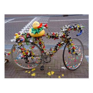 Cooles lustiges gelbes Enten-Fahrrad in Amsterdam Postkarte