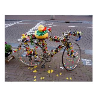 Cooles lustiges gelbes Enten-Fahrrad in Amsterdam Postkarten
