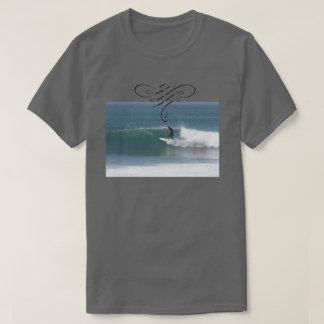 Cooles surfendes T-Shirt für Männer