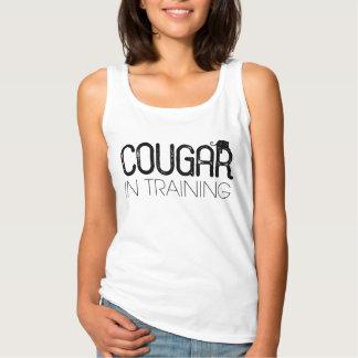 Cougar im Shirt der Trainings-Frauen