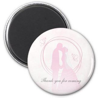 Couples roses rêveurs romantiques de mariage magnet rond 8 cm
