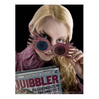 Coups d'oeil de Luna Lovegood au-dessus des verres Carte Postale