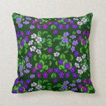 Coussin pourpre foncé de fleurs de violette de