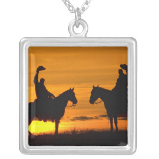 Cowboys auf Kante am Sonnenuntergang Versilberte Kette