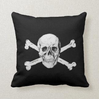 Crâne et os croisés de pirate coussins carrés