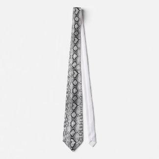 Cravate noire et blanche de peau de serpent