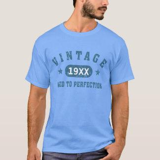 Cru bleu des textes âgé au T-shirt de perfection