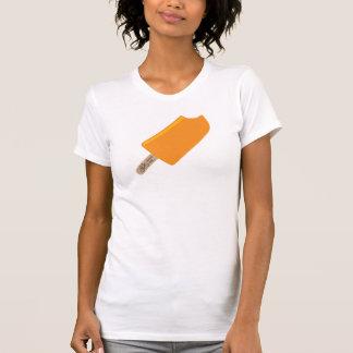 Damen, die T-Shirt radfahren