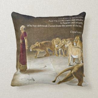 Daniel in der die Höhlen-Bibel-Kunst-Schrift des Kissen