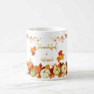 Dankbarer und gesegneter goldener Skript-Erntedank Tasse