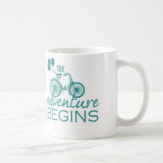 Das Abenteuer fängt Tassenschale an Tasse