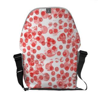 Das beunruhigte Rot beschmutzt Muster Kurier Taschen