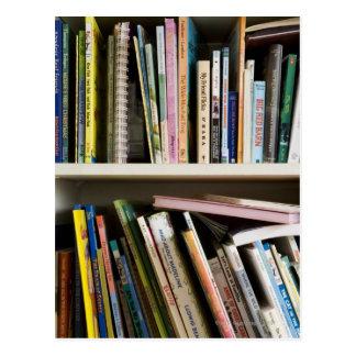 Das Bücherregal der Kinder Postkarte