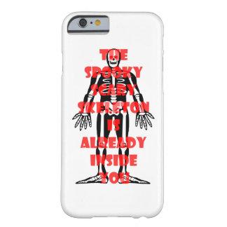 Das gespenstische beängstigende Skelett ist Barely There iPhone 6 Hülle