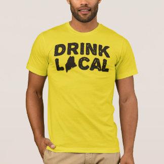 """""""Das Getränk-lokalen Maines"""" der Männer blauer T-Shirt"""