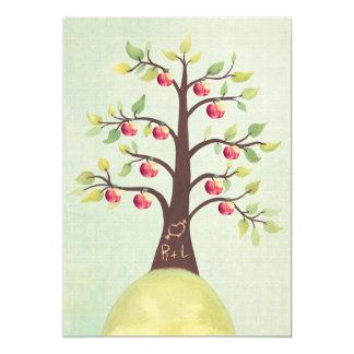 Das Hochzeits-Monogramm-Apfelbaum-Schnitzen laden 12,7 X 17,8 Cm Einladungskarte