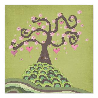 Das Hochzeits-Monogramm-Blüten-Baum-Schnitzen Quadratische 13,3 Cm Einladungskarte