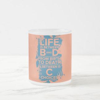 Das Leben ist zwischen B u. d-Tasse Matte Glastasse