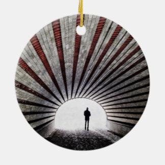 Das Licht am Ende des Tunnels Rundes Keramik Ornament